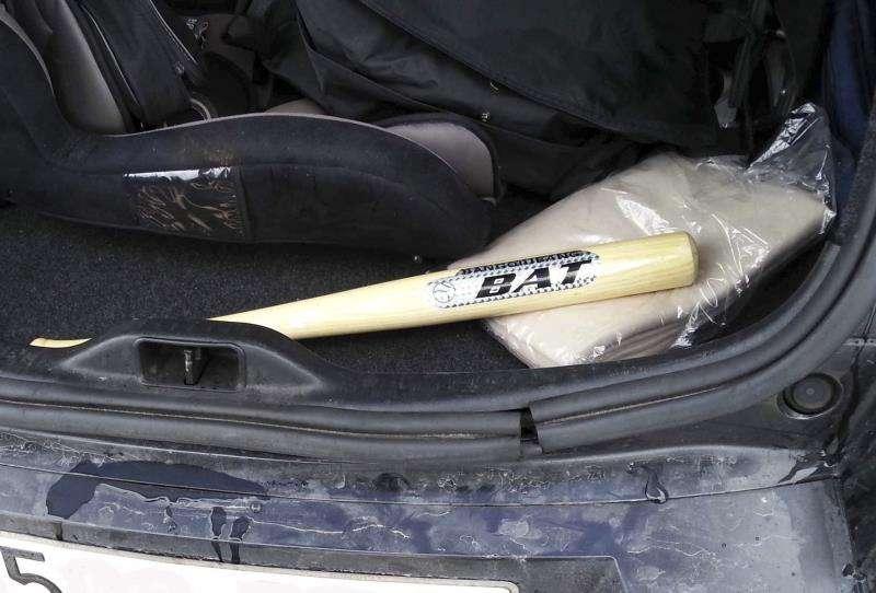 Un bate de béisbol intervenido en una operación policial.