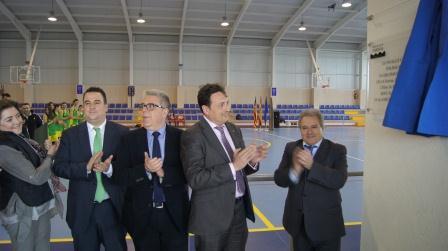 El Presidente de la Diputación y alcalde de Albalat dels Sorells, acompañados de diputados provinciales en el acto de inauguración.