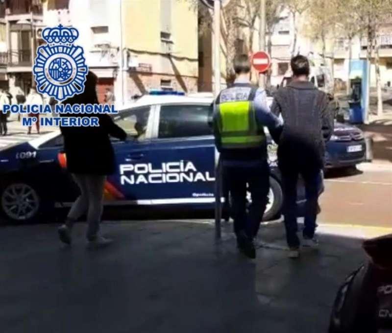 Imagen cedida por la Policía Nacional del detenido conducido a dependencias policiales. EFE