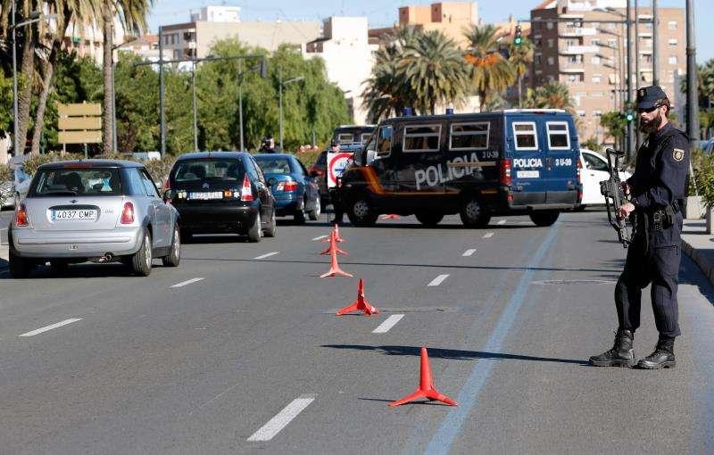 Agentes del Cuerpo Nacional de Policía en un control de seguridad en la ciudad de València. EFE/Archivo