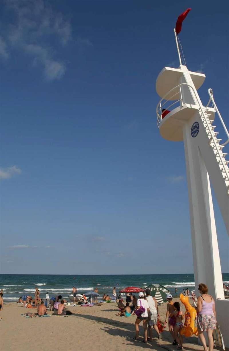 Imagen de archivo de la playa de El Rebolledo, en la pedanía ilicitana de La Marina (Elche).