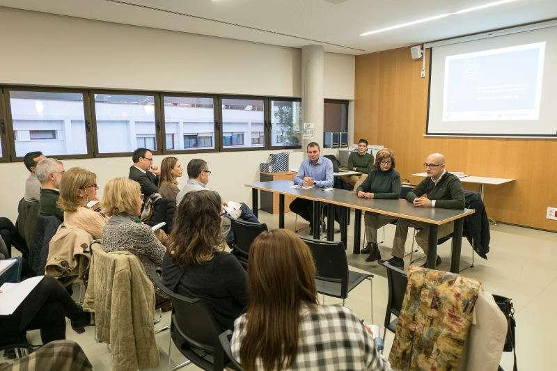 L?Alcaldessa d?Alaquàs, Elvira García Campos i el regidor de Modernització de l?Administració, Toni Saura, han presentat  el projecte a les i els treballadors de l?Ajuntament,. EPDA
