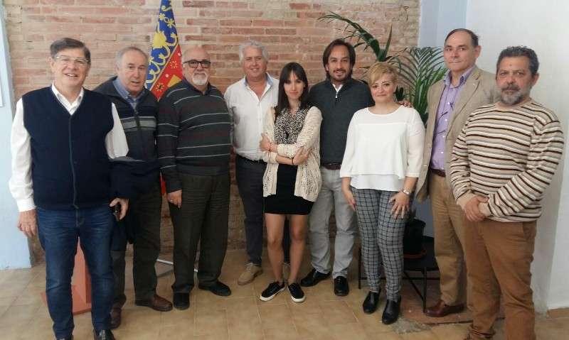 Los miembros de la nueva Coalición junto a sus líderes, Jaume Hurtado, Julián Chanzá y Benjamín Lafarga. EPDA