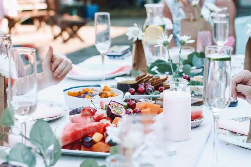 Imagen archivo de una cena de Navidad saludable. -EPDA