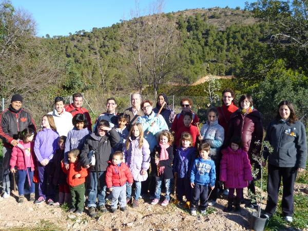 Participantes en el Día del Árbol en Algar de Palancia. EPDA