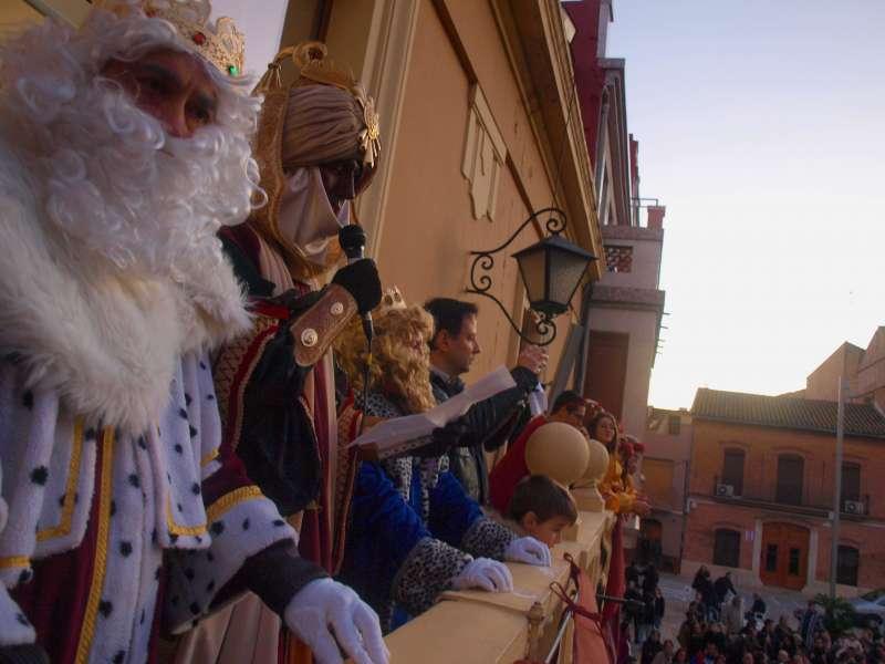 Sus majestades, los Reyes de Orientes en el Ajuntament de Foios. -EPDA