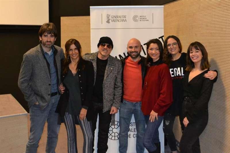 El director de la película y los actores, en una imagen cedida por la Generalitat. EFE