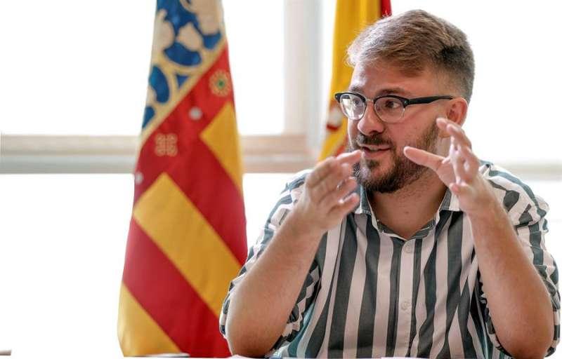 El secretario autonómico de Igualdad y Diversidad, Alberto Ibáñez, en una entrevista de hace un año. EFE/Manuel Bruque