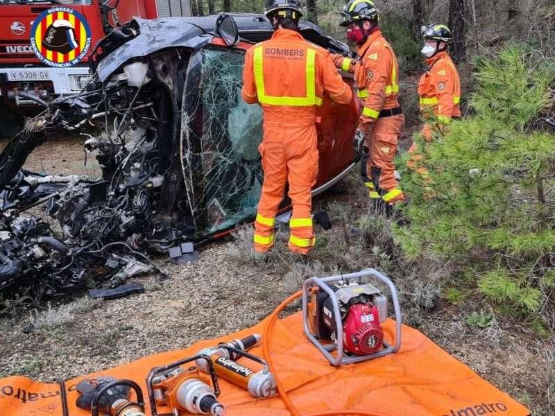 Los bomberos en el lugar del accidente