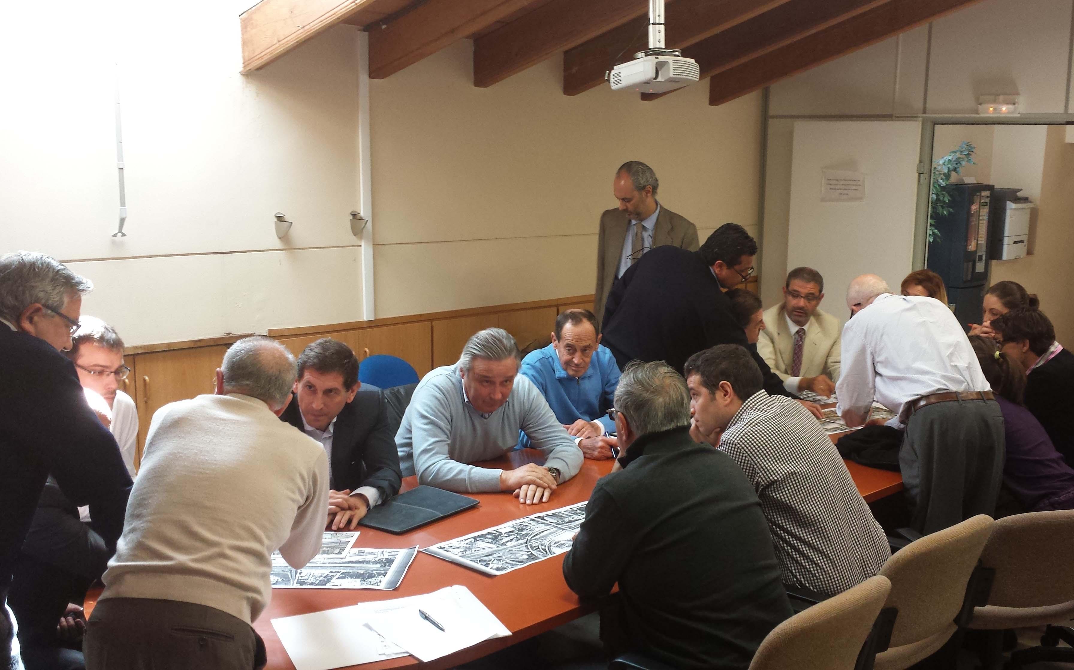 Imagen de la reunión mantenida esta mañana en el Ayuntamiento de Paterna.