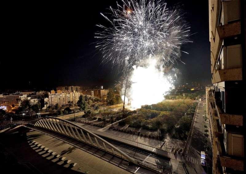 Un espectáculo pirotécnico en València. - EFE