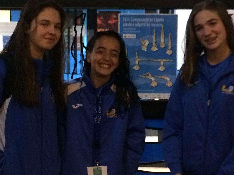Silvia Alamar, Paula Iborra y Ainara Mota, las chicas de sincronizada del Club Waterpolo Morvedre. EPDA