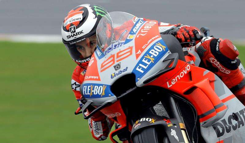 El piloto Jorge Lorenzo durante una sesión de entrenamiento en el Ricardo Tormo del pasado fin de semana. EFE/Archivo
