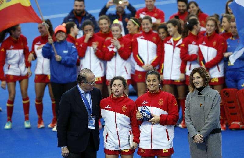Las jugadoras de la selección española de hockey volverán a entrenar sobre la hierba azul del polideportivo Verge del Carme-Beteró de València. EFE/Archivo