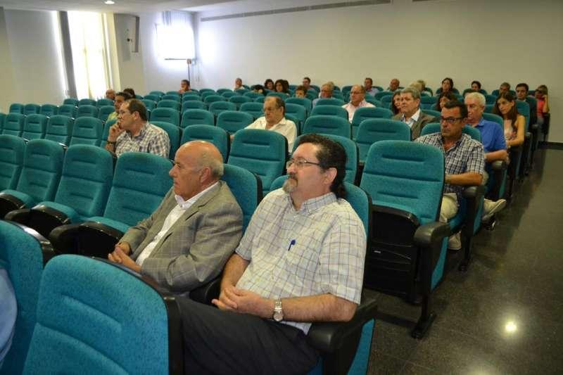 Personas que respaldaban a Sancho en la misma rueda de prensa. FOTO EPDA