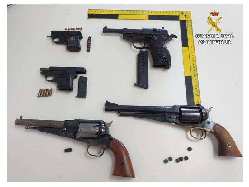 Las armas intervenidas, en una imagen de la Guardia Civil. EFE