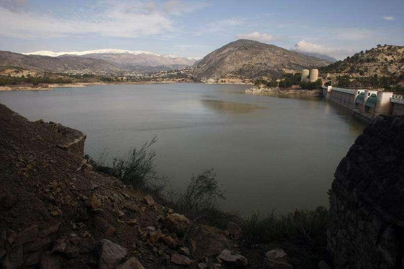 En la imagen, embalse de Amadorio, en Orxeta (Alicante). EFE/Archivo