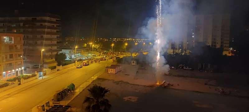 Espectacle de focs artificials la nit de Sant Joan. / EPDA