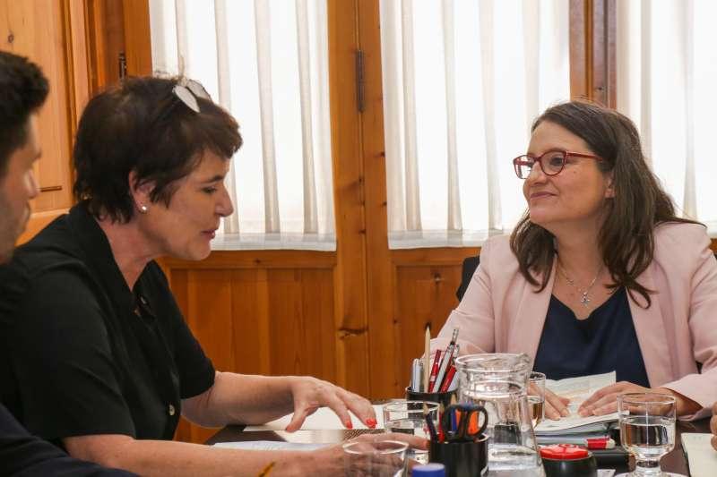 La vicepresidenta y consellera de Igualdad y Políticas Inclusivas, Mónica Oltra, durante la reunión. EPDA