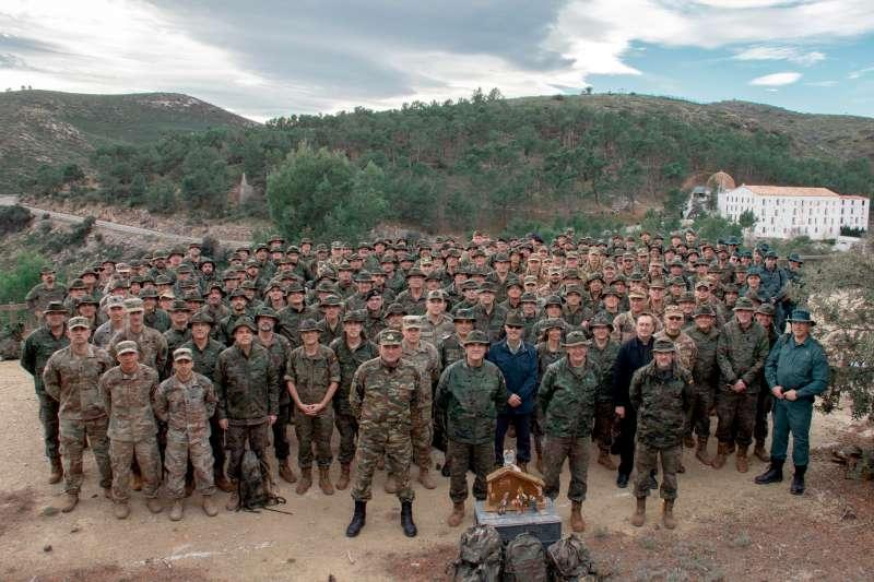 Los militares mostraron un Bélen junto al santuario