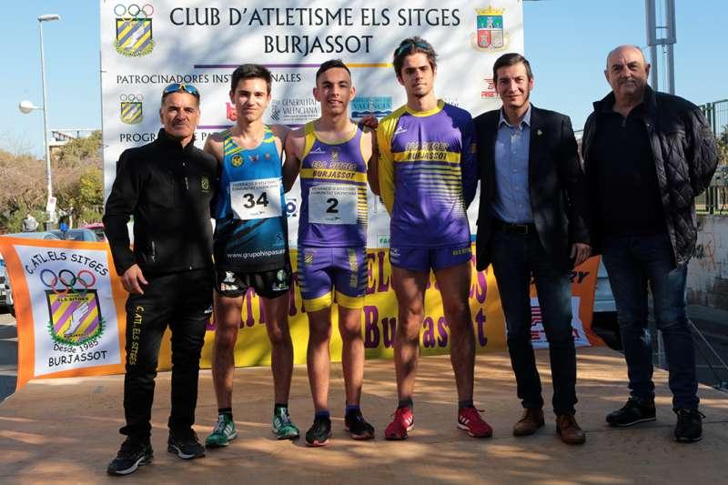 Podium del 10 km masculino con el alcalde de Burjassot y concejal de Deportes