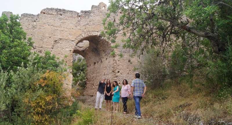 Maria Josep Amigó, Jordi Xavier Vicedo i membres de la corporació local al Castell de Corbera.