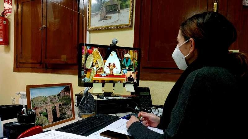 Alcaldesa en reunión telemática con los Reyes Magos. / EPDA