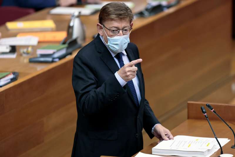El president de la Generalitat, Ximo Puig, interviene en el hemiciclo de Les Corts.