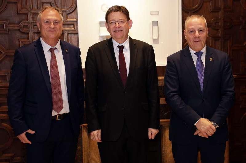 Puig con el alcalde de Llíria (a la izquierda). / EPDA