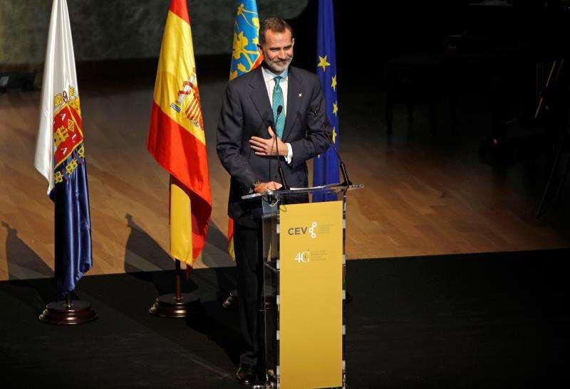 El Rey Felipe VI en el acto de conmemoración del 40+1 aniversario de la Confederación Empresarial de la Comunidad Valenciana, este viernes en Alicante. Foto EFE.