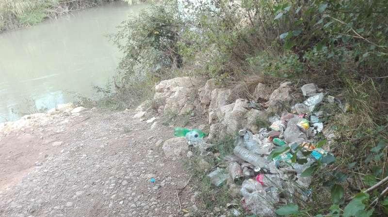 Suciedad en el Parc Fluvial. EPDA