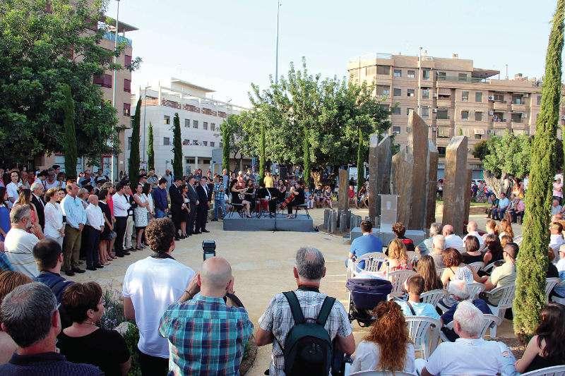 Inauguración del monumento ajardinado en Torrent. // I. SÁEZ