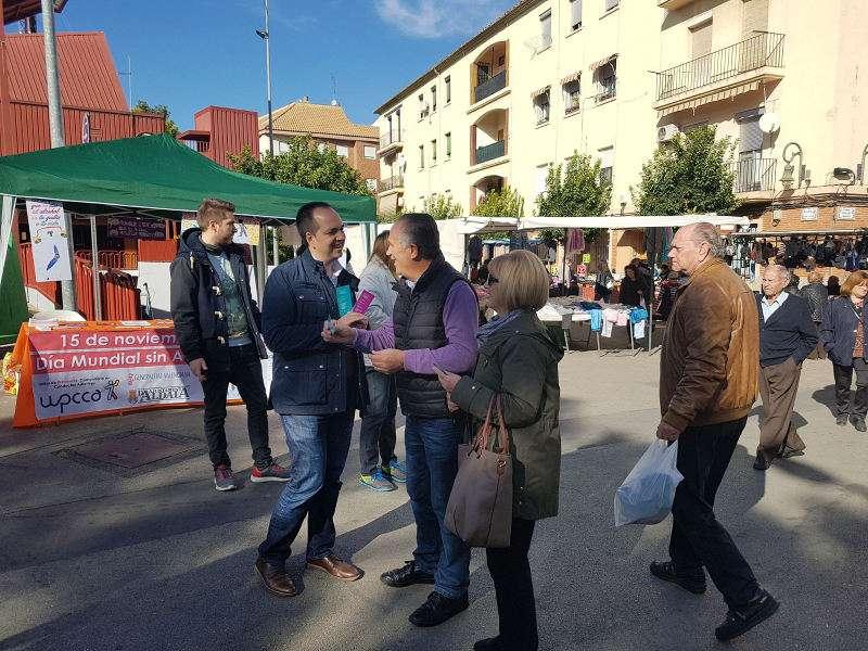 El alcalde de Aldaia reparte marca libros el Día Mundial Sin Alcohol. EPDA