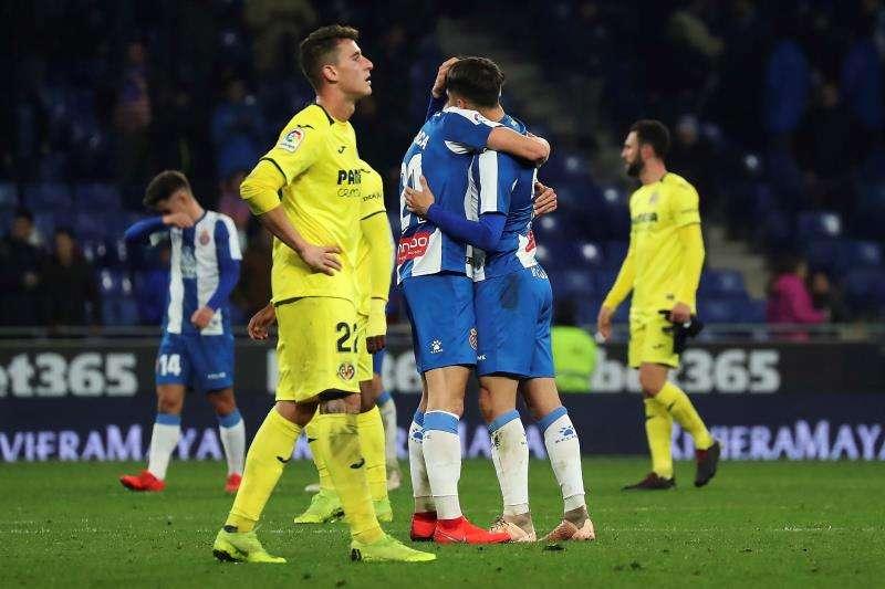 Los jugadores del RCD Espanyol, celebran el pase del equipo