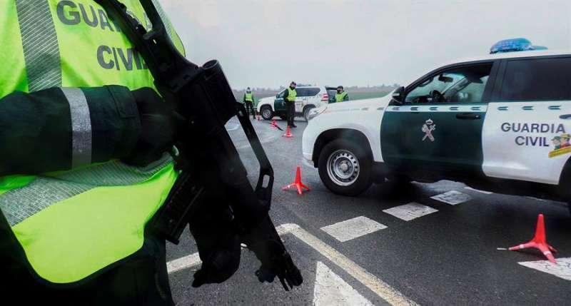 Agentes de la Guardia Civil durante una operación. EFE/Archivo