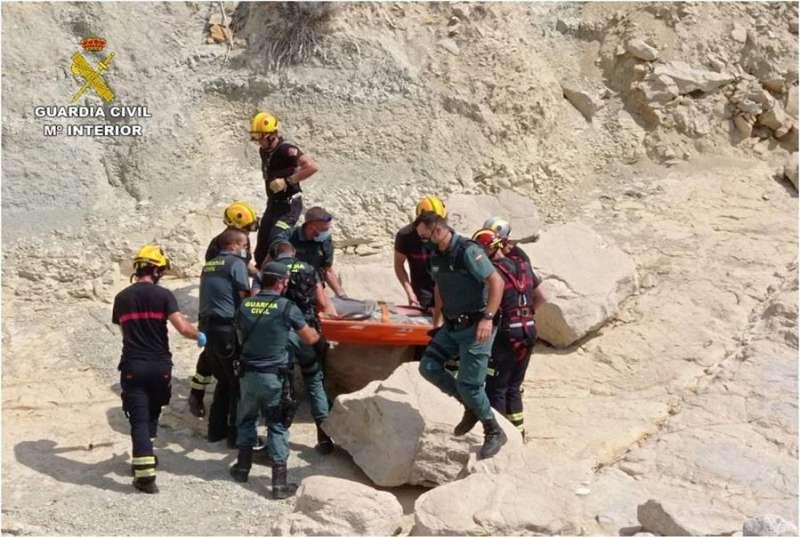 Imagen del rescate cedida por la Guardia Civil. EFE