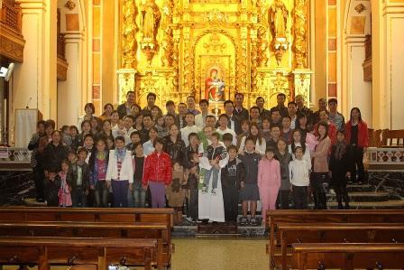 Fieles chinos de la Parroquia de San Valero Obispo y San Vicente Martir. Foto Javier Peiro