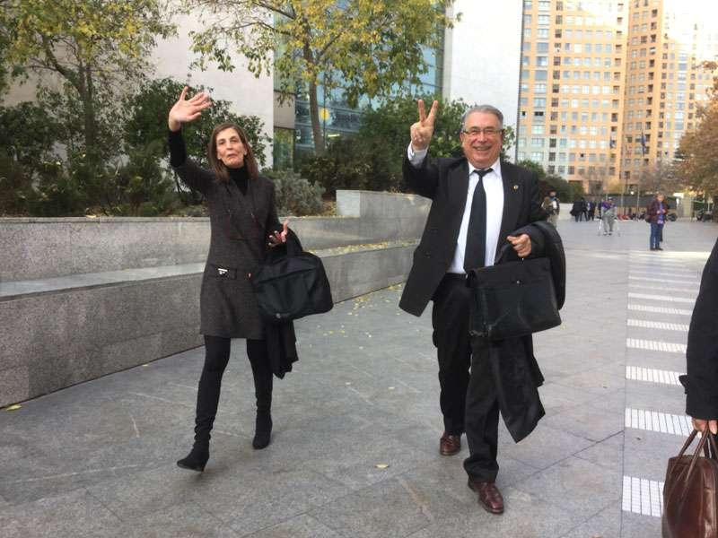 González y Sancho, socios y matrimonio, al salir esta mañana de la Audiencia Provincial de Valencia. FOTO P. V.