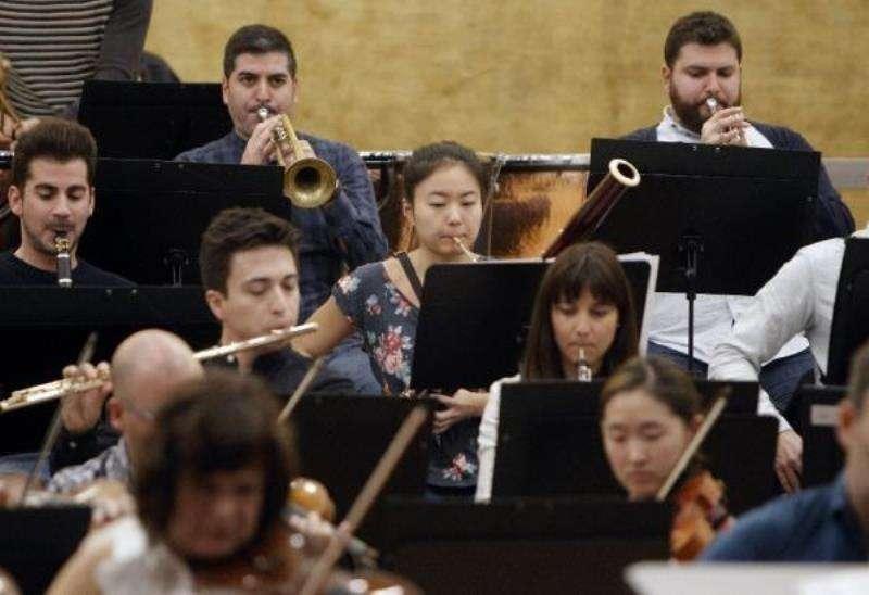 Imagen de un ensayo de la orquesta ADDA sinfónica. EFE