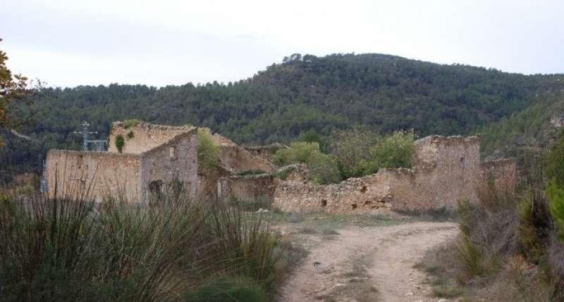 Vista de zona despoblada en la localidad de Requena. /EPDA