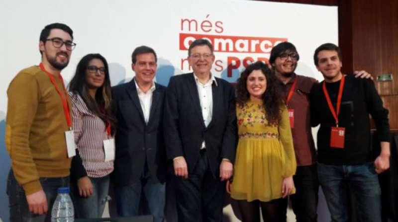Ximo Puig apoyando a Roger Cerdà y su equipo de La Costera-La Canal. FOTO PSPVPSOE.NET