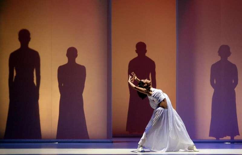 Una bailarina, durante un momento de la representación del espectáculo