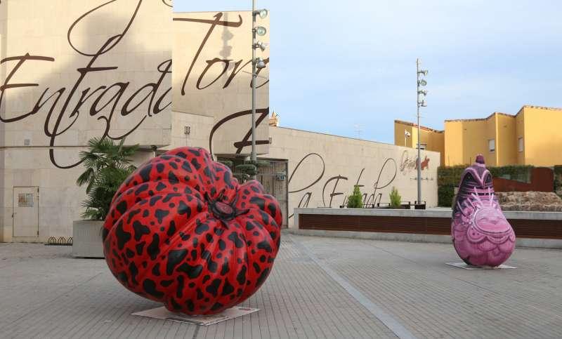 Hortalizas gigantes en la plaza del Palancia