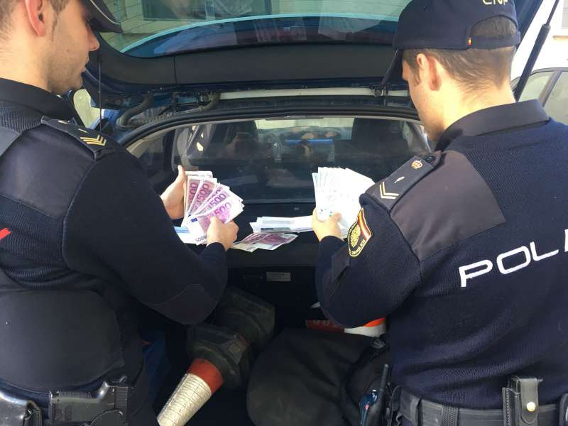 La Policía Nacional detiene a una mujer que se tragó el décimo de lotería premiado con el que trataba de estafar a otra
