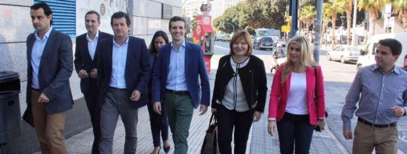 El vicesecretario de Comunicación del Partido Popular, Pablo Casado con miembros del PP valenciano