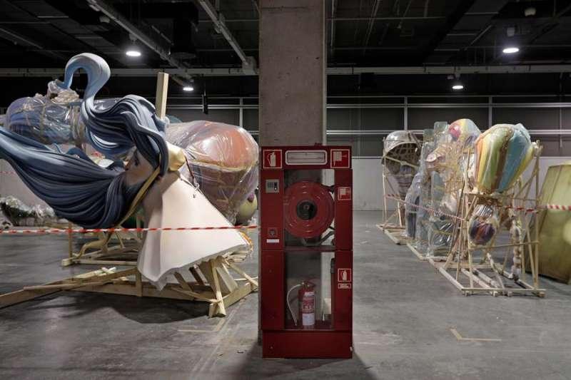 En la imagen, algunos de los monumento almacenados en Feria Valencia. EFE