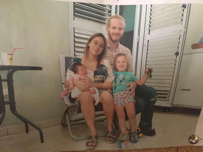 Los detenidos, con sus hijos. EPDA