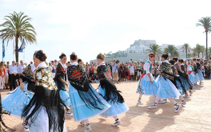 Grupo de danzas en el municipio de Peñíscola.
