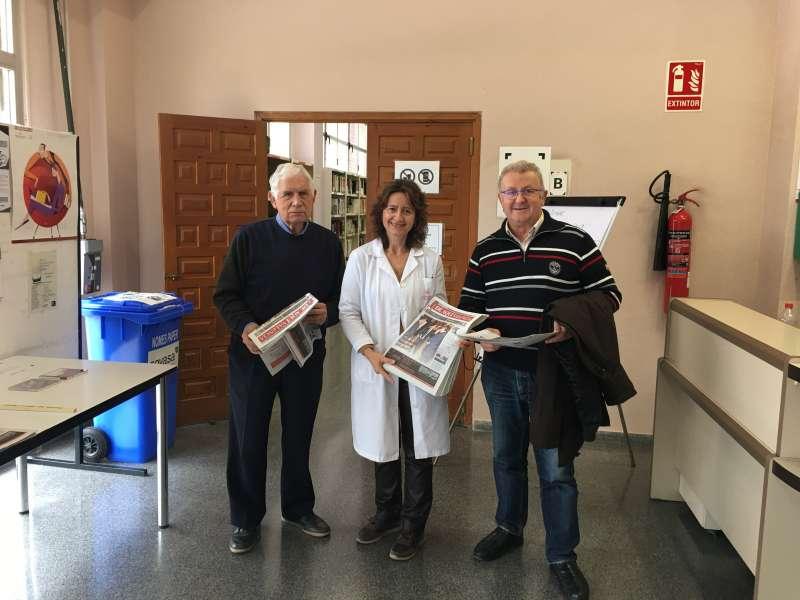 El Profesor y Académico Alfons Vila y el Cronista Oficial de Casinos José Salvador Murgui, en la Hemeroteca valenciana.