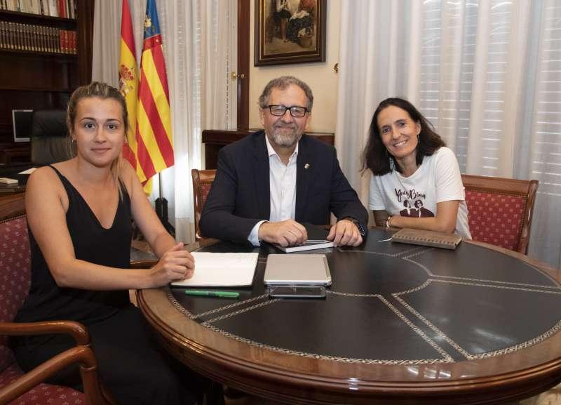 Tania Baños, José Martí y Patricia Campos. EPDA